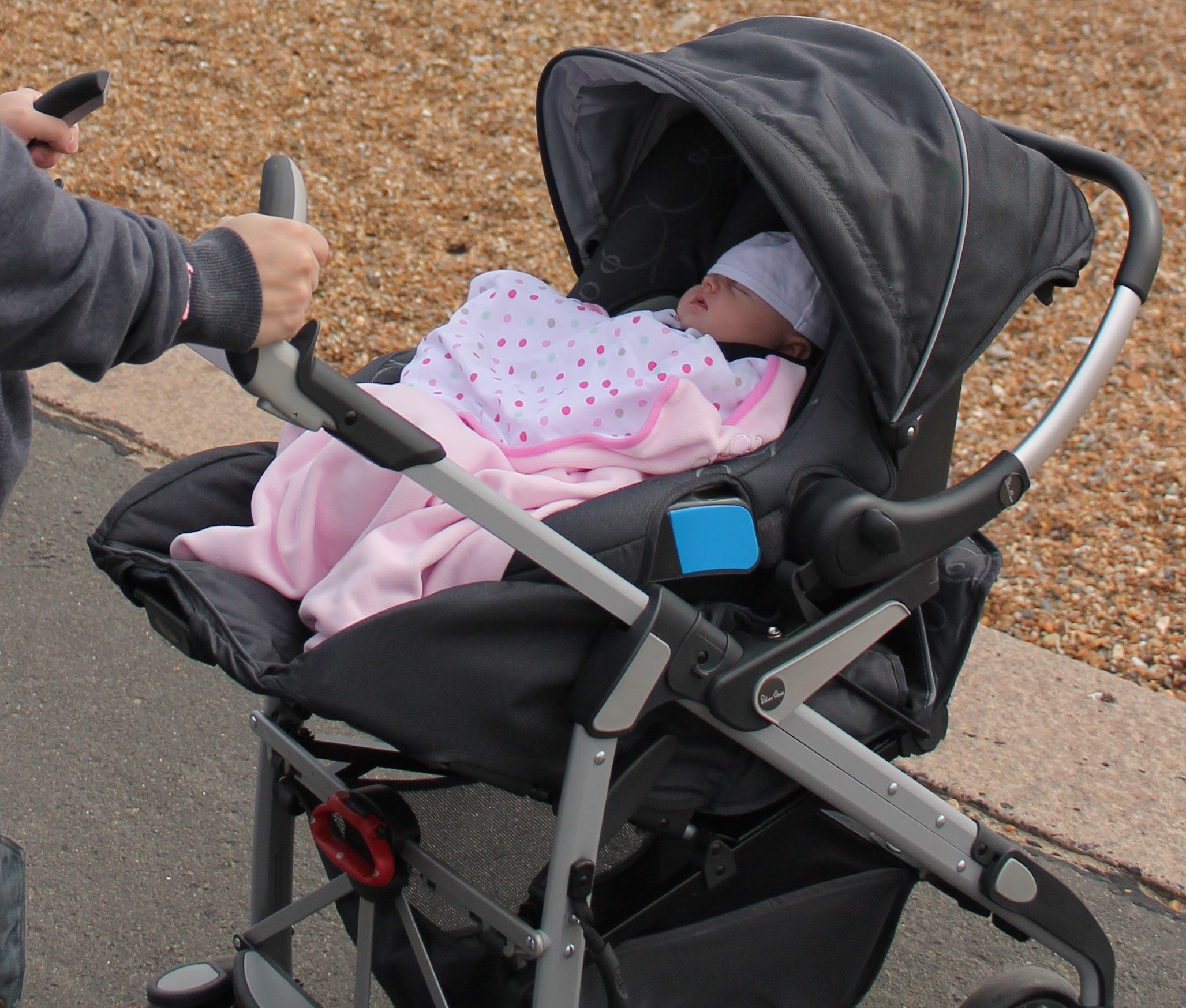 Vanny's Telling Everything .: Baby Wearing - Baby Carriers vs Slings - TULA vs Baba Sling